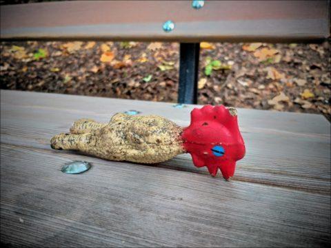gebeuteltes Gummihuhn im Fürther Stadtpark