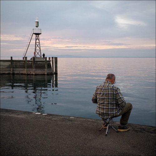 In virtuelle Gewässer abgetauchter Angler am Bodensee