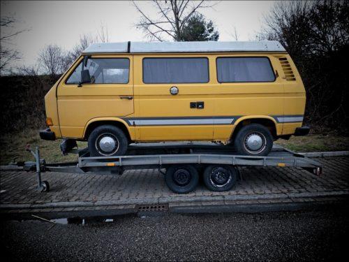 Verladener VW-Bus