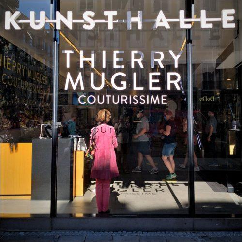 Schattenspiel im Foyer der Kunsthalle München