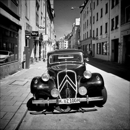 Alter Citroën als gastronomischer Werbeträger