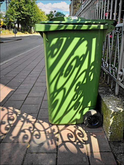 Grüne Tonne in der Karolinenstraße