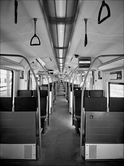 Zug der Frankfurter S-Bahn-Linie S5 nach Ankunft in Bad Homburg